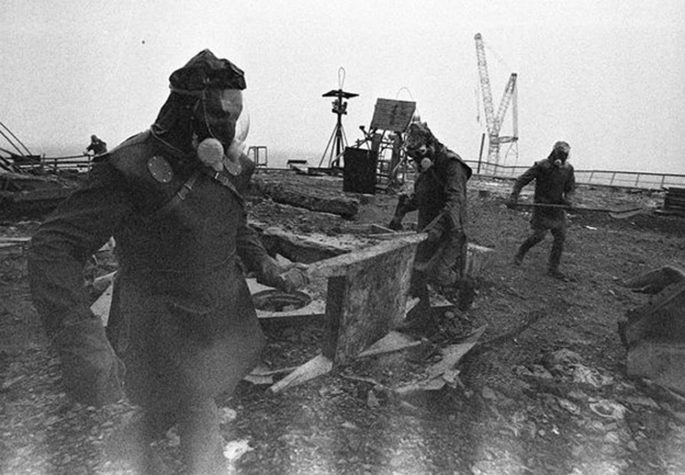 Chernobyl's liquidators cleaning up (Soviet Army)